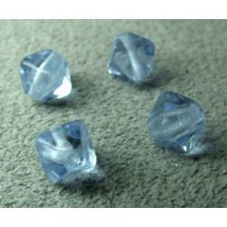 Pyramide 6mm Light Sapphire (x20)