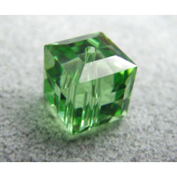 Perle cube en cristal Swarovski 5601 8mm Péridot (x1)