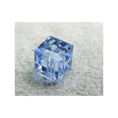 Perle cube en cristal Swarovski 5601 6mm Light Sapphire (x1)