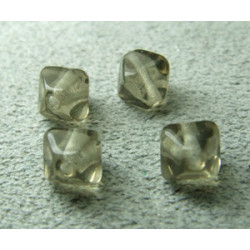 Pyramide 6mm Black Diamant (x20)
